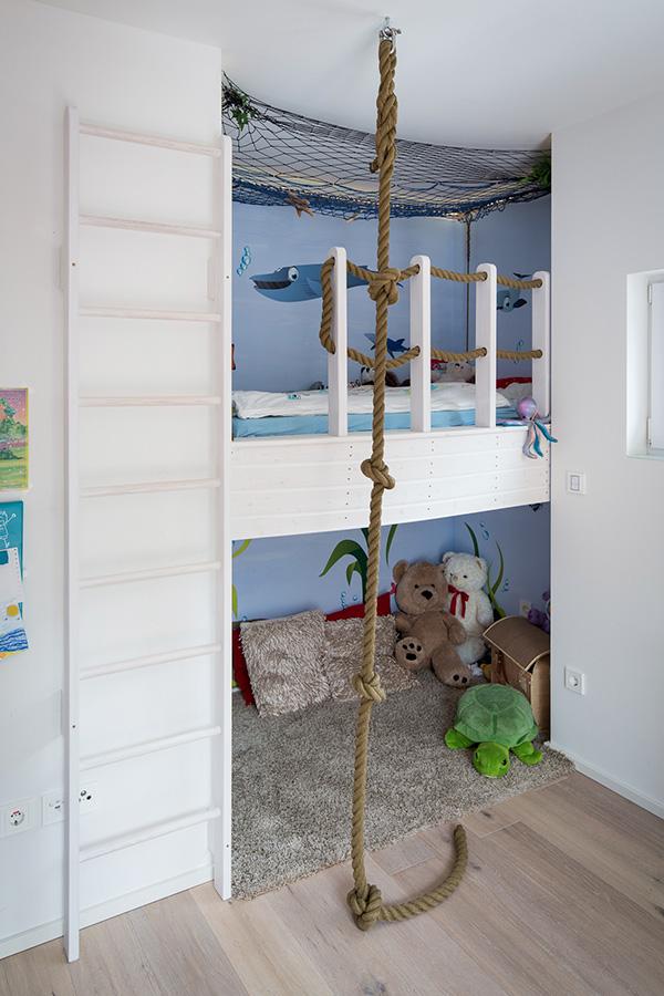 Kinderbett mit Boot